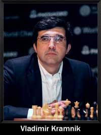 Vladimir Kramnik mirando a alguien en su derecha jugando al ajedrez - campeón del mundo - Campeón mundial