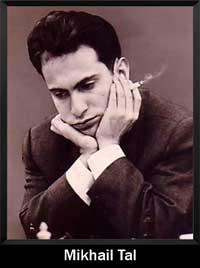 Mikhail Tal pensando y mirando hacia abajo jugando al ajedrez - campeón del mundo - Campeón mundial