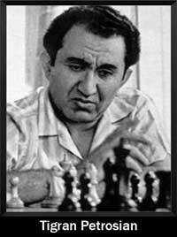 Tigran Petrosian pensando jugando al ajedrez algo enojado