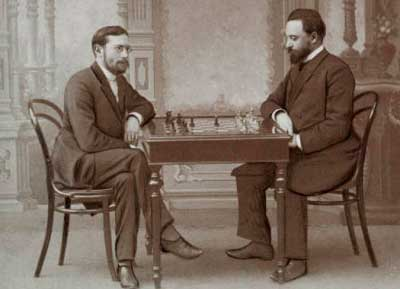 Siegbert Tarrasch jugando al ajedrez