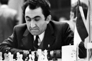 Tigran Petrosian foto blanco y negro jugando al ajedrez